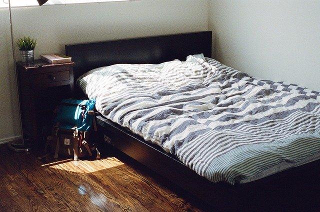 Kvalitní postel není jen designovým prvkem