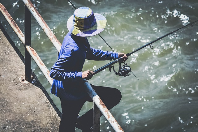rybář na mostě