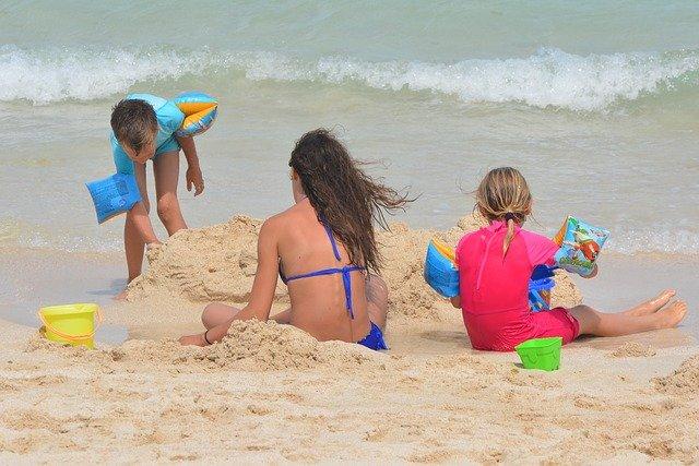 s dětmi u moře