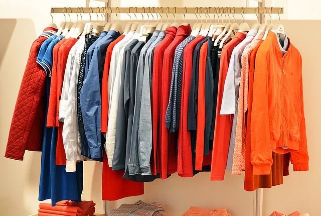 barevný šatník