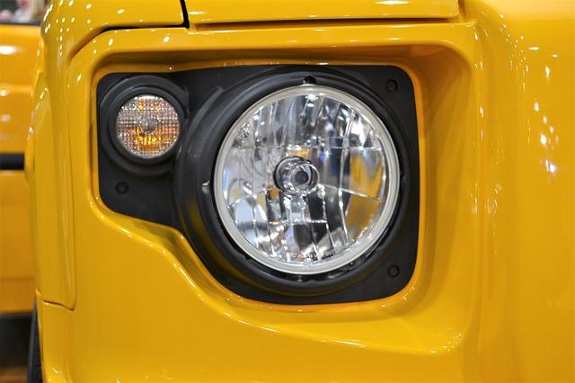 reflektor žlutého jeepa.jpg