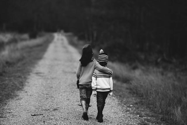 děti na procházce.jpg