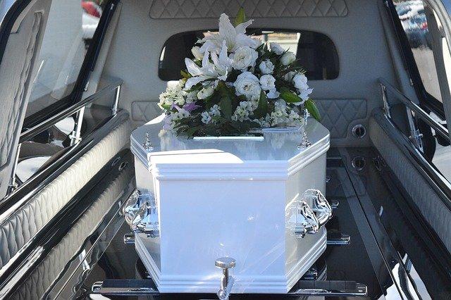 Jak se vyrovnat se smrtí blízké osoby?