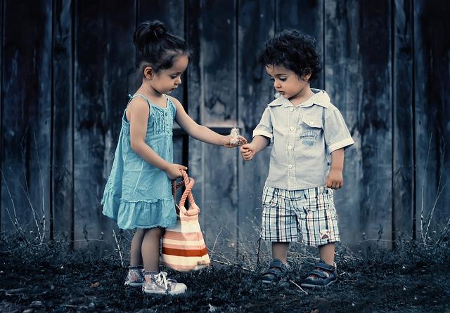 děti u plotu
